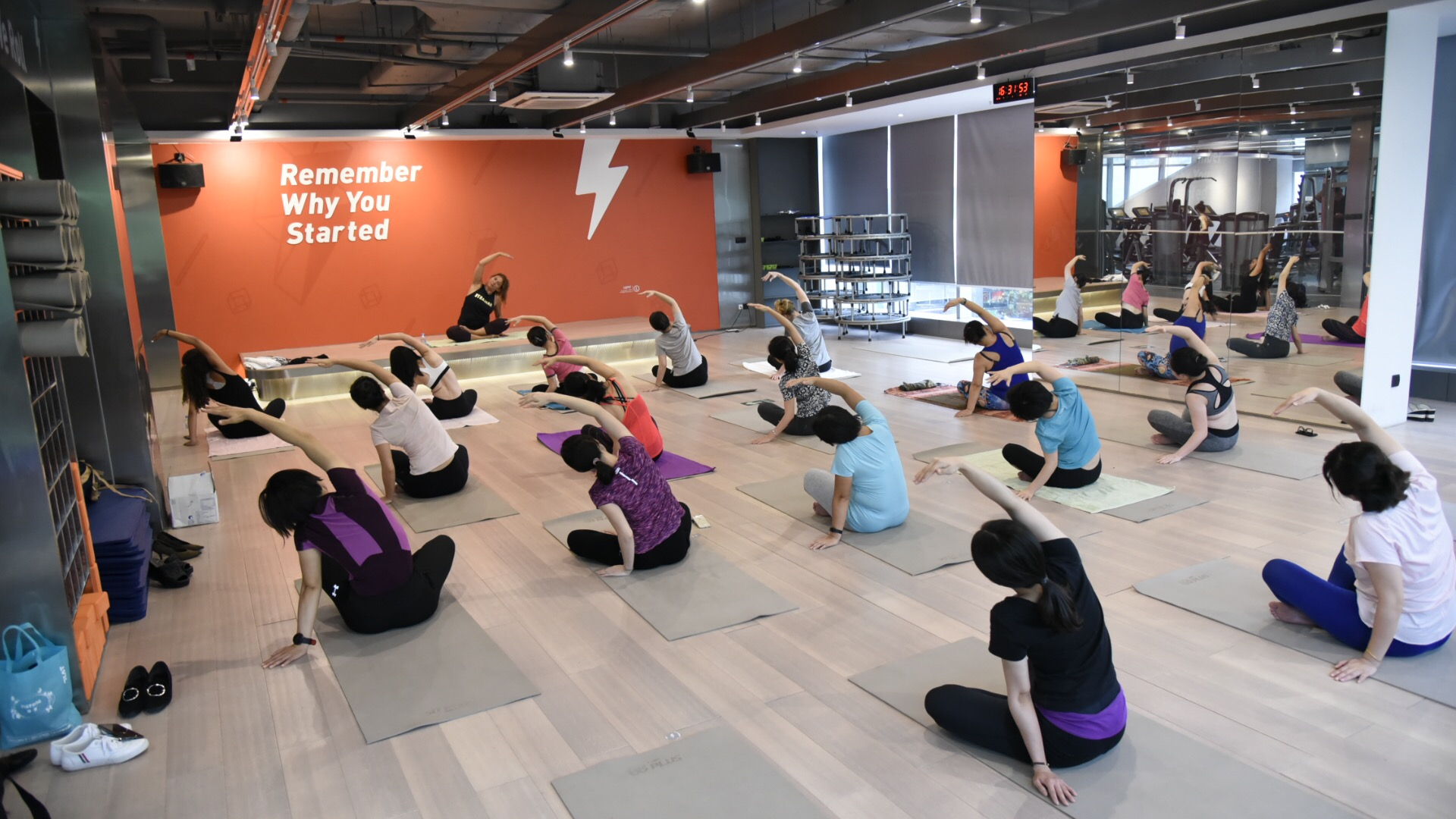 employee-wellbeing-yoga